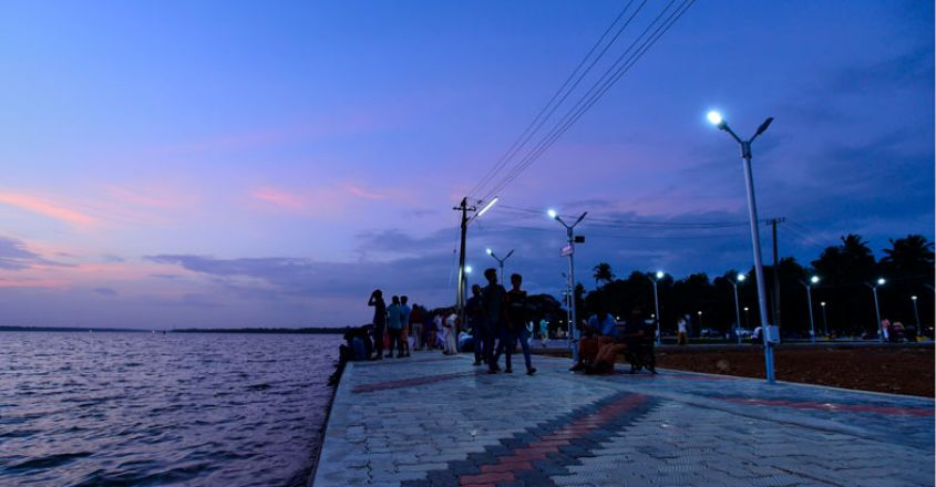 Vaikom_lake_beach-new3