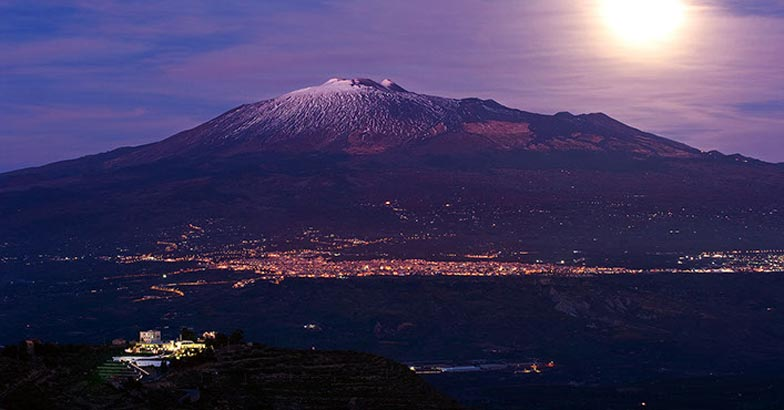moonrise Etna