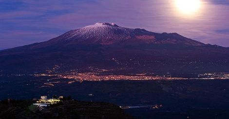 moonrise Etna