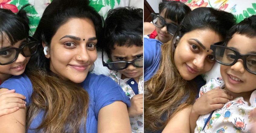 singer-rimi-tomy-post-cute-photos-with-kids