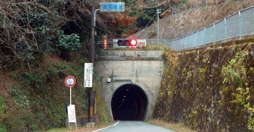 the-tunnel-where-the-ghosts-appear