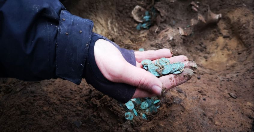 medieval-gold-coins-discovered-on-a-farm-in-hungary