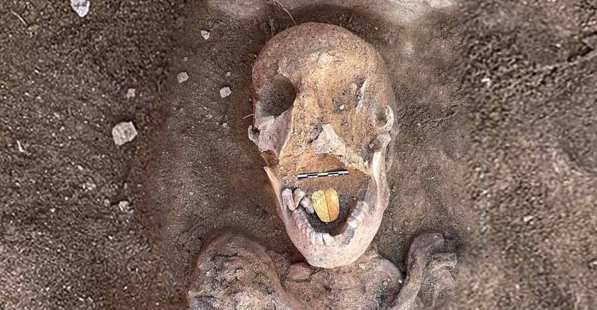 2,000-year-old-mummy-with-a-golden-tongue-foundin-egypt