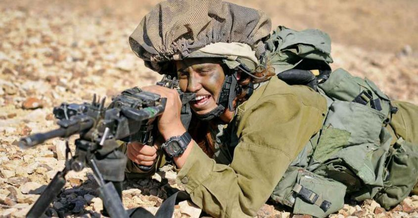 camouflage-technique-makes-israeli-soldiers-with-a-cloak-of-invisibility