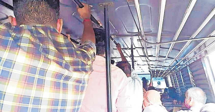 kollam-bus-passengers