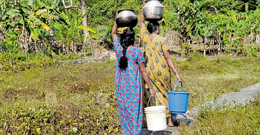 pathanamthitta-collecting-drinking-water