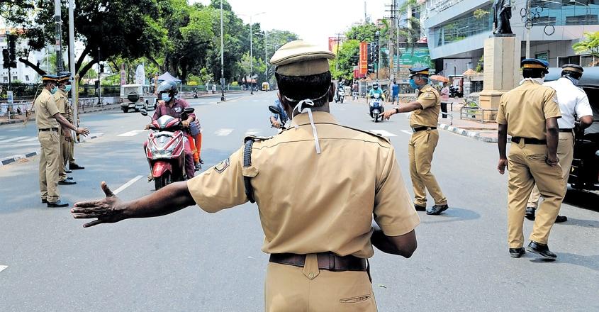 trivandrum-police-inspection-statue