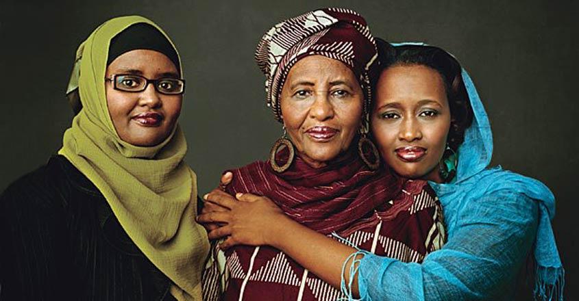 Hawa-Abdi-with-Daughters