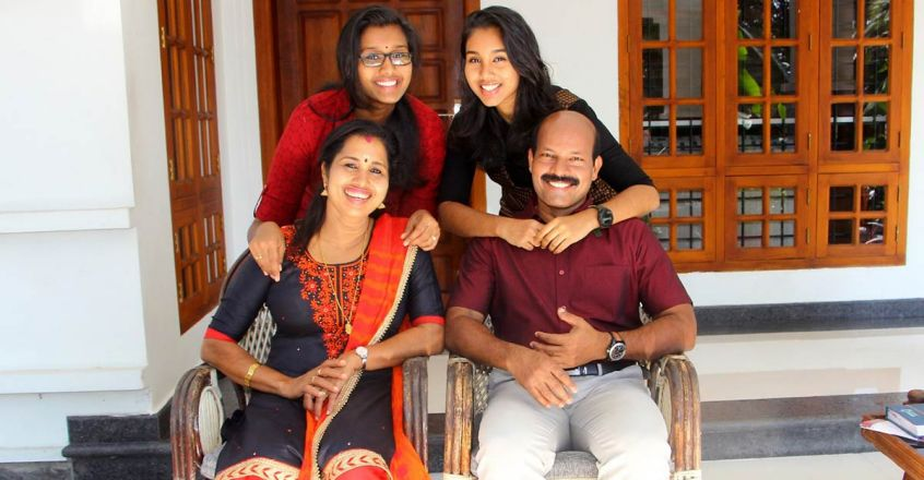 dr-r-jose-kerala-police-dysp-article-family-image