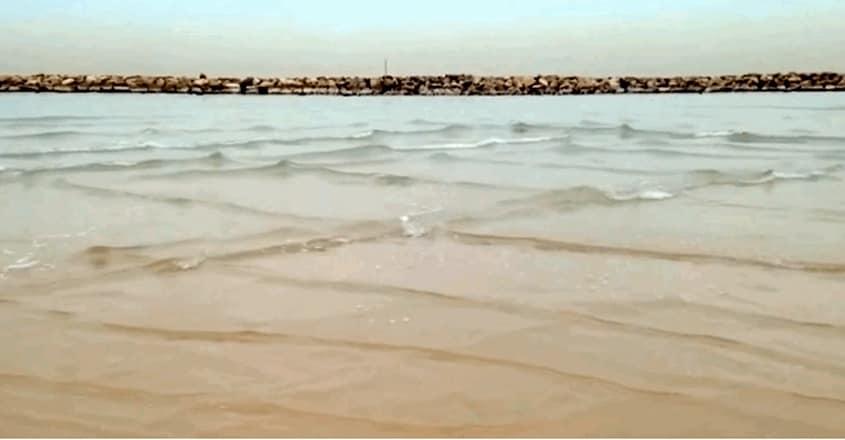 Cross sea causes 'square waves'