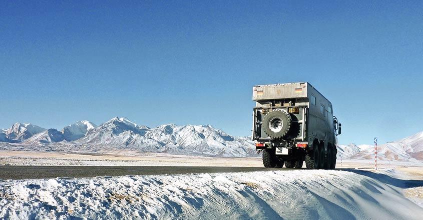 truck-in-tibet