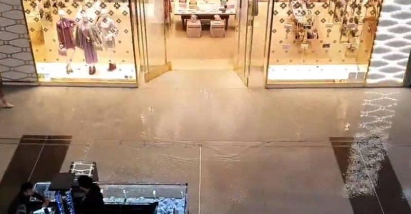 Dubai-Mall-rain