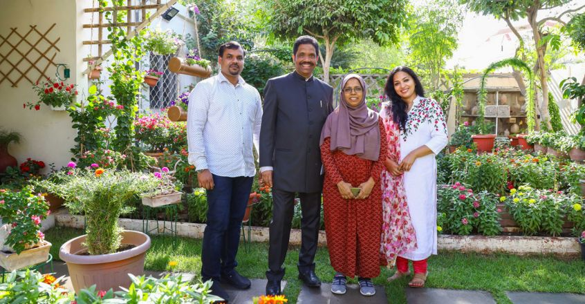 Dr-Amanulla-and-family-with-Simi