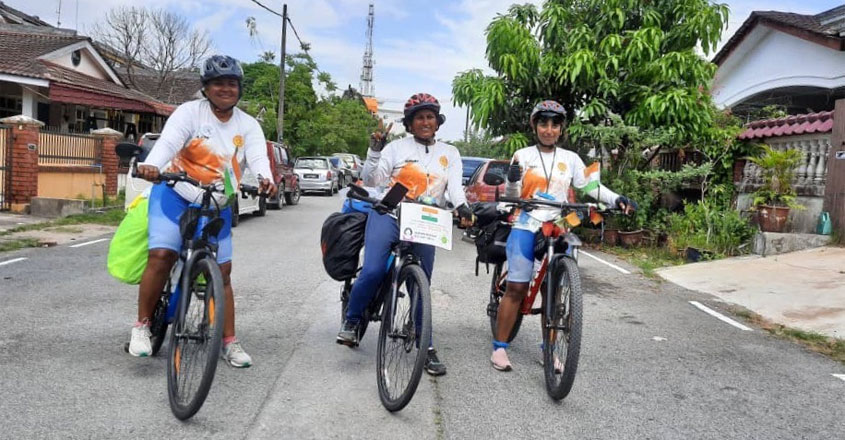 three-women-in-malaysia-by-bicycle14