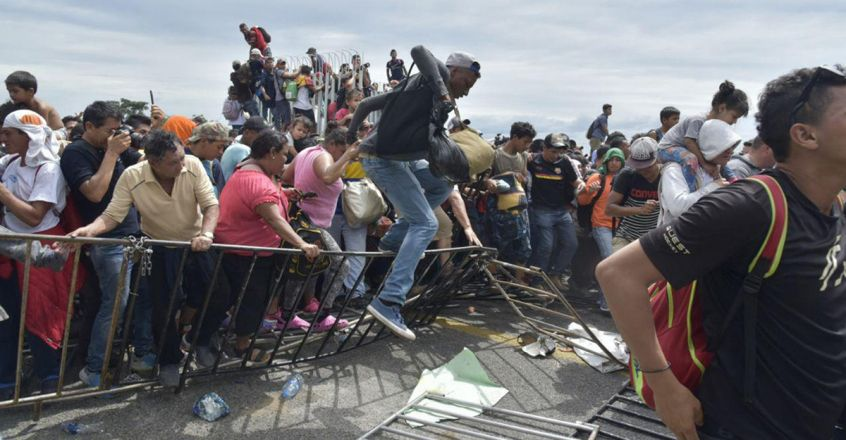Mexico receives the advanced caravan of Honduran migrants