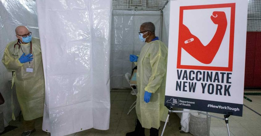Helath workers Covid-19 vaccines usa