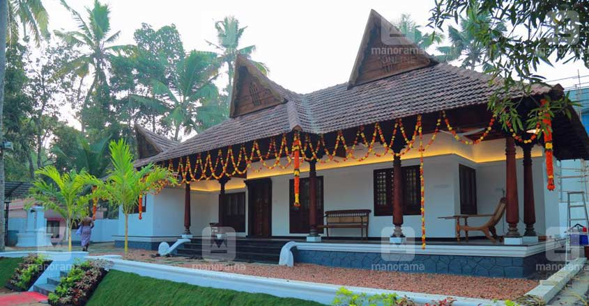 traditional-house-alappuzha-side
