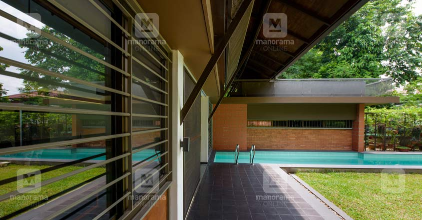 nri-retirement-house-angamaly-lawn
