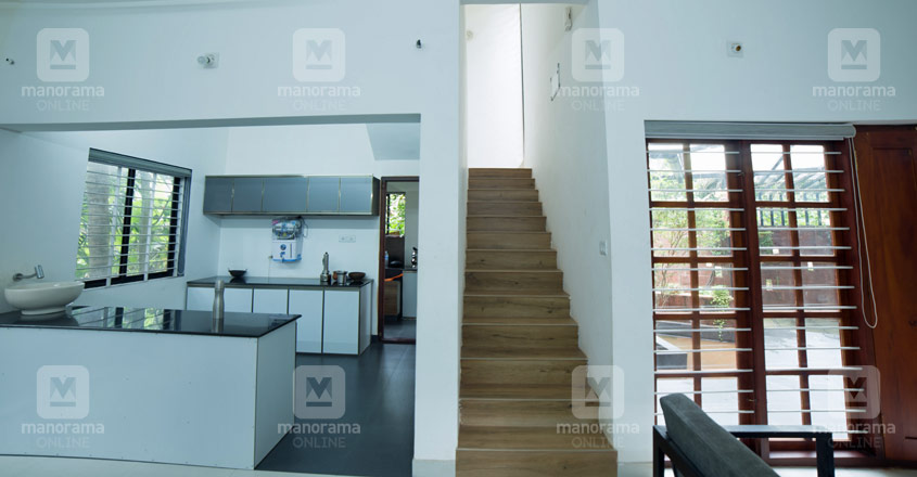 21-lakh-home-kasargod-stair