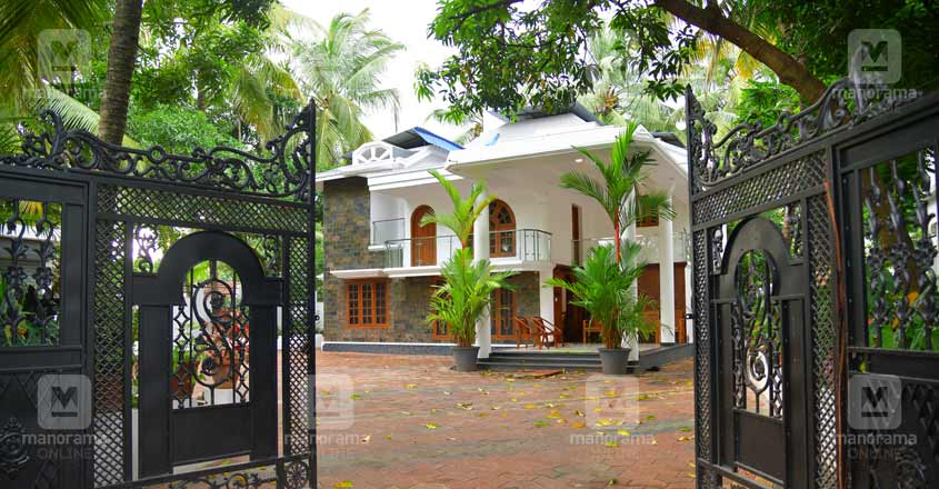 kasargod-house-gate