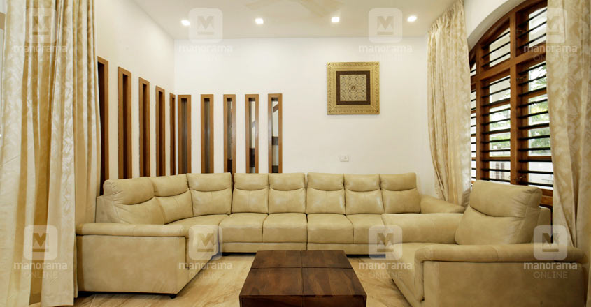 colonial-house-kuttichira-living