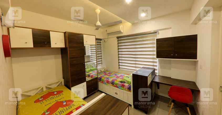 space-efficient-flat-kochi-bed