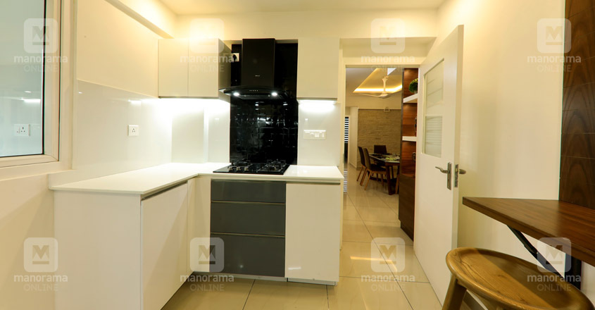 space-efficient-flat-kochi-kitchen