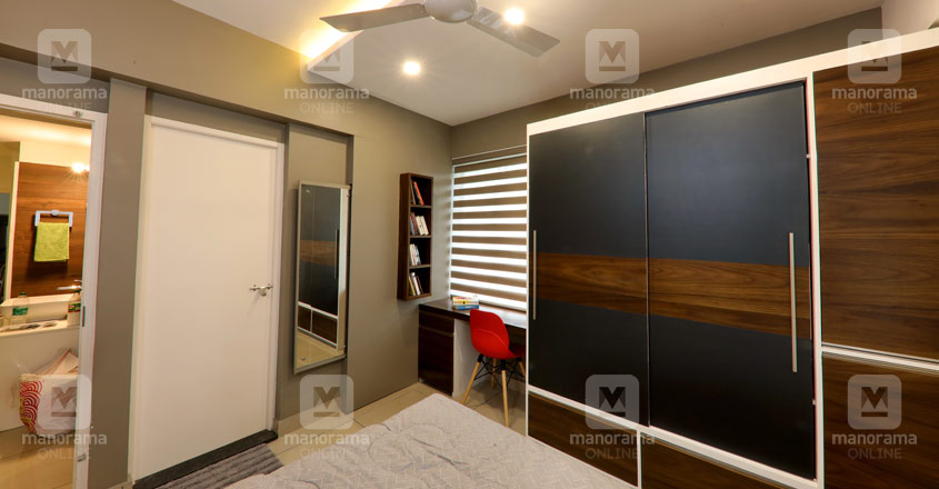 space-efficient-flat-kochi-masterbed