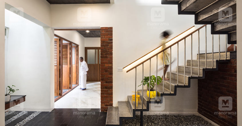 unique-doctor-house-malappuram-stair