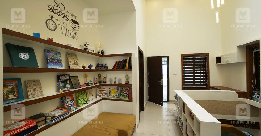 simple-house-thrissur-library
