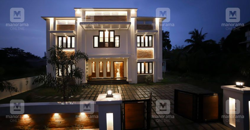 simple-house-thrissur-night