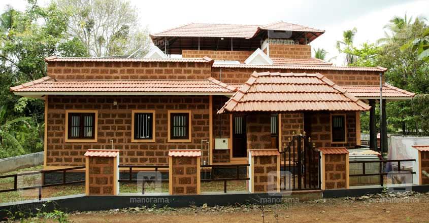 29-lakh-mud-house-iringalakuda-view