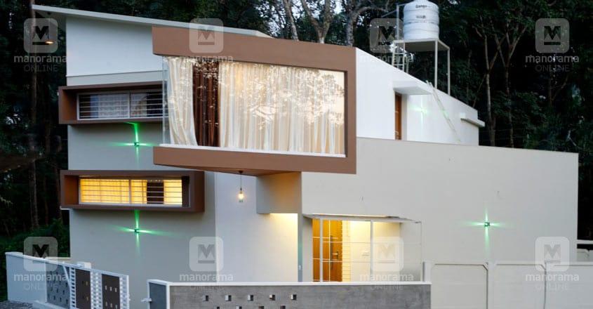 4-cent-thrissur-house-exterior
