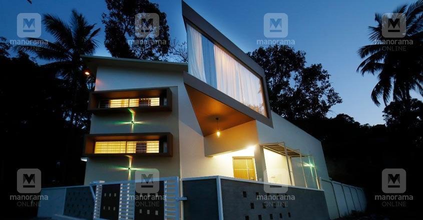 4-cent-thrissur-house-night