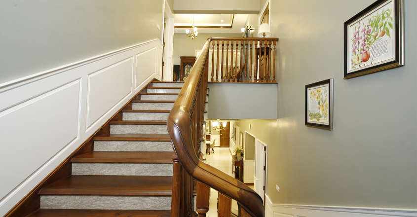 colonial-house-stair