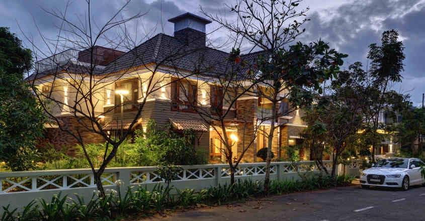 thalassery-house-night