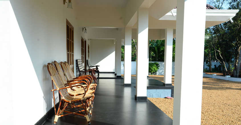 traditional-house-karapuzha-sitout