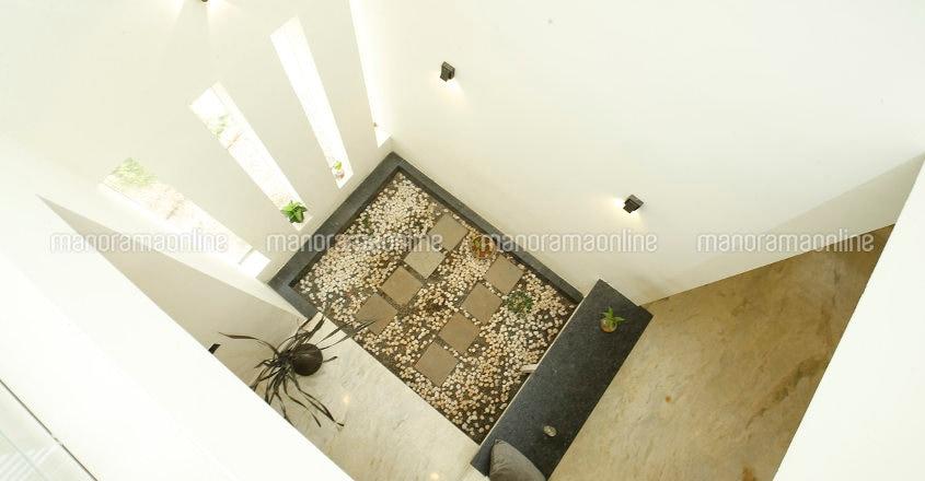 minimal-house-mahe-courtyard