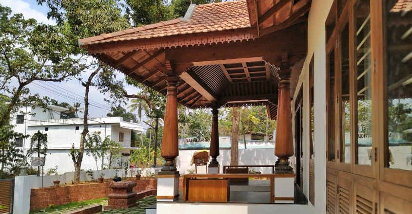 traditional-home-pandalam-sitout