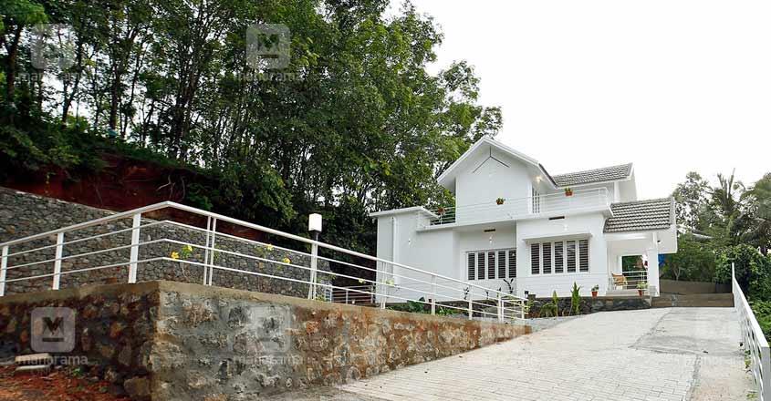 white-themed-house-manjeri-hall