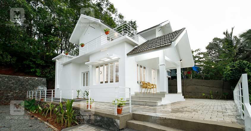white-themed-house-manjeri-ramp