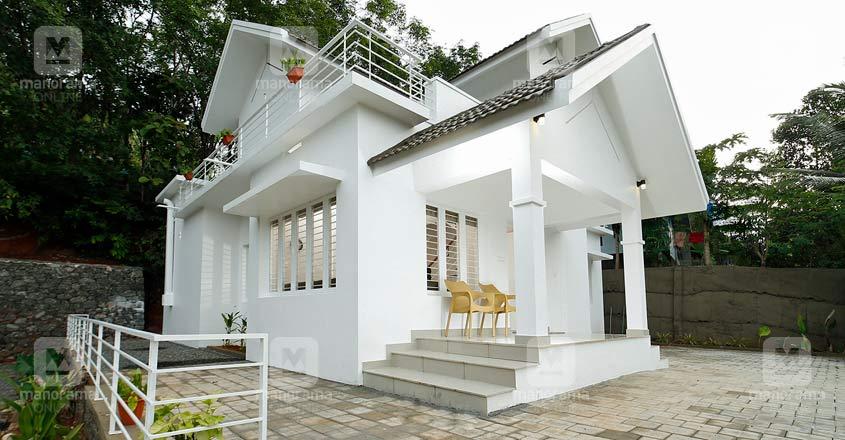 white-themed-manjeri-house