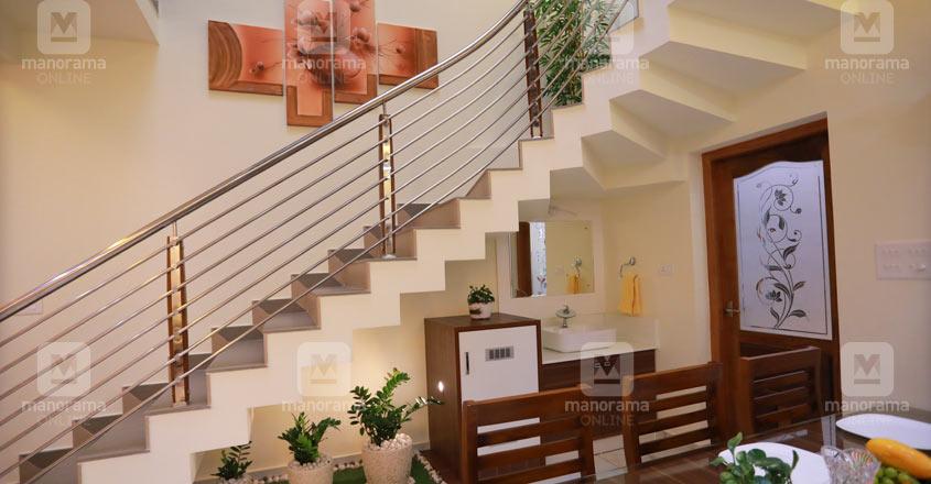 neriamangalam-house-stair