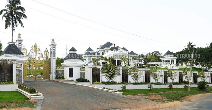 wayanad-ultra-luxury-home-road-view