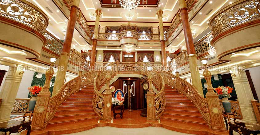 wayanad-ultra-luxury-home-stair