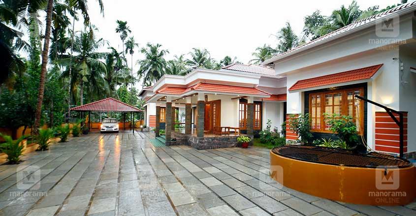 Kunnamangalam-house-yard