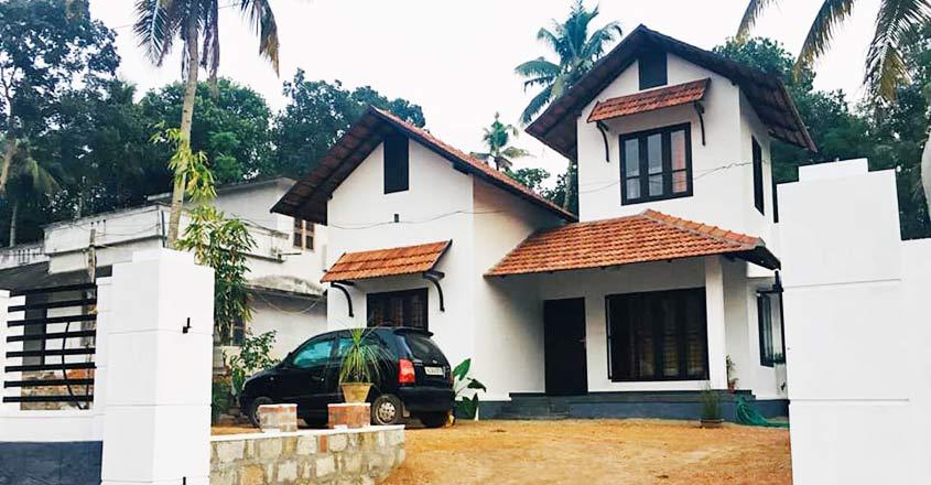kerala-style-house-kottarakara-yard