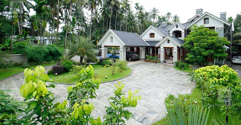 luxury-house-kuttiadi-elevation