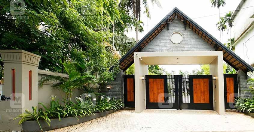 luxury-house-kuttiadi-gate