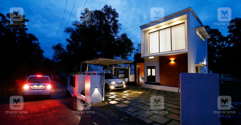 beautiful-house-manjeri-night